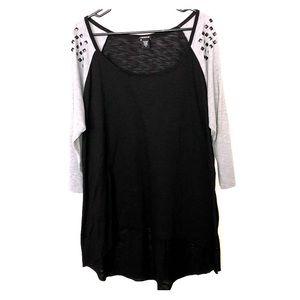Torrid size 2 black and grey quarter sleeve blouse